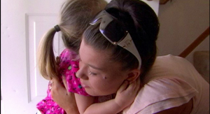 mtv-teen-mom-amber-portwood-hugs-leah