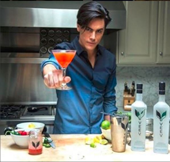 Tom-Sandoval-Cosmo-Vanderpump-Rules-001