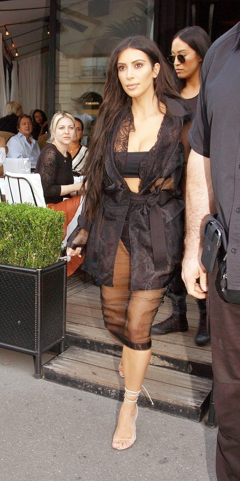 Kim Kardashian leaving L'Avenue Restaurant in Paris Featuring: Kim Kardashian Where: Paris, France When: 28 Sep 2016 Credit: WENN.com **Not available for publication in France, Belgium, Spain, Italy**
