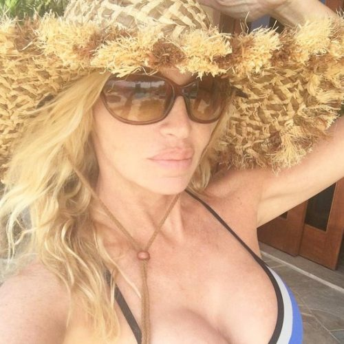 Camille Grammer Has Fun In Hawaii With Her Daughter