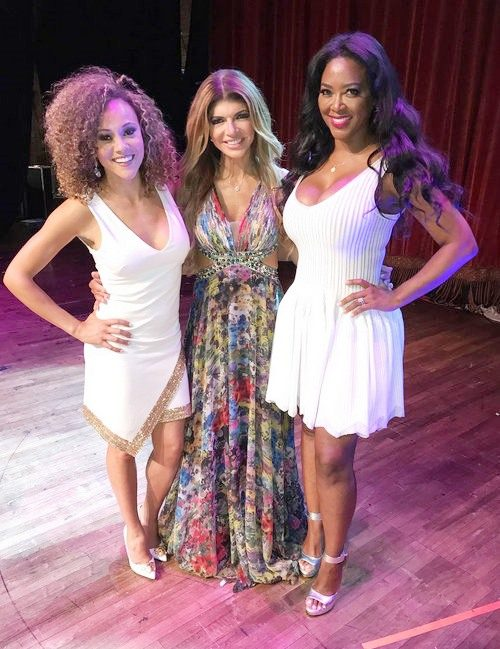 Teresa Giudice, Kenya Moore, & Ashley Darby Perform The Vagina Monologues In Michigan – Photos