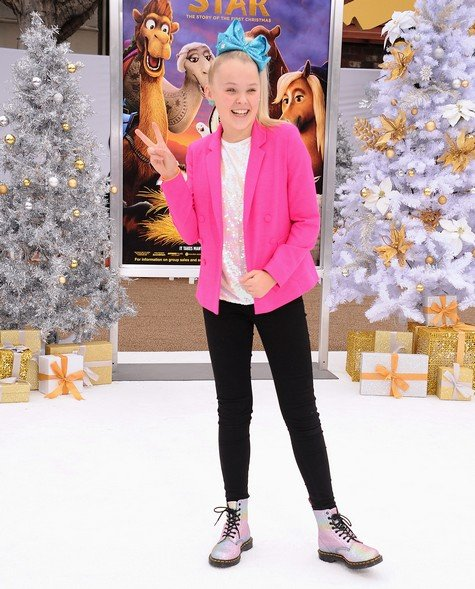 Former Dance Moms Star JoJo Siwa Has 3 Books & A TV Show With Nick Cannon In The Works