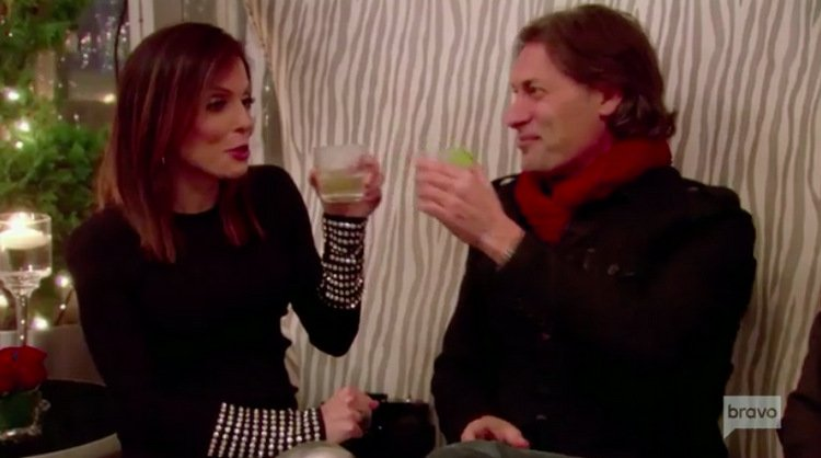 "Bethenny Frankel Says She Tried To Set Up Carole Radziwill With ""Red Scarf"" Guy"
