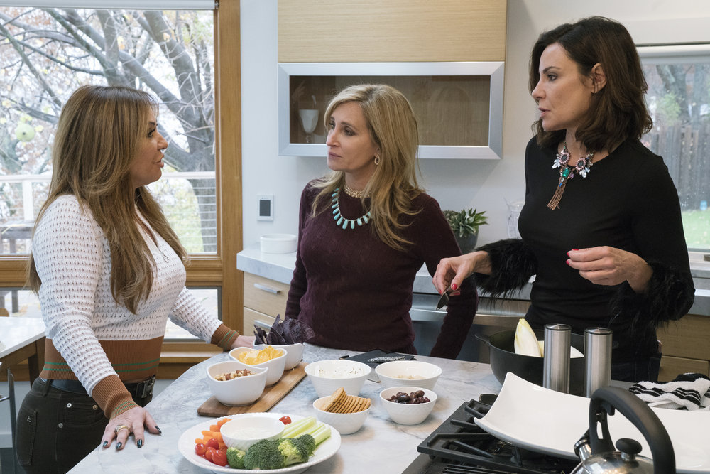 "Luann de Lesseps Thinks Sonja Morgan's Wine Hostess Gift Was ""Tone Deaf"""